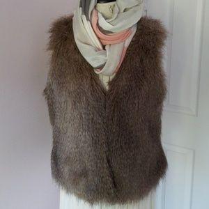 Faux fur vest- S/M sleeveless